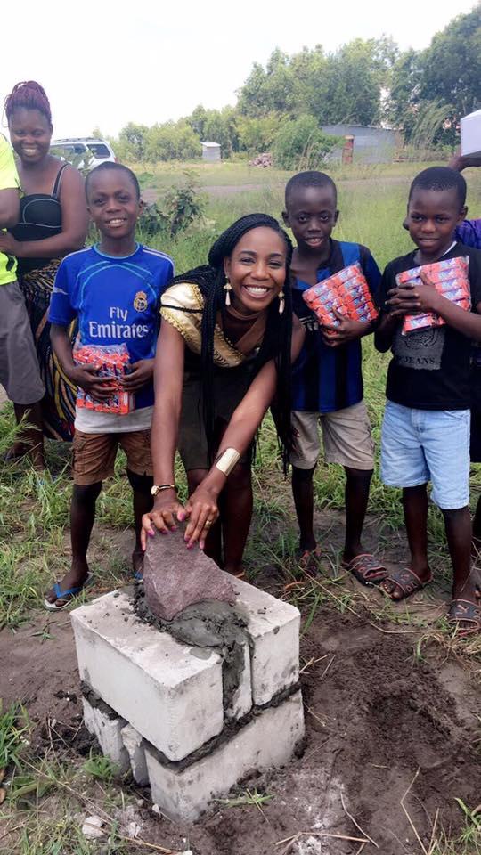 Première pose de pierre au Kenya
