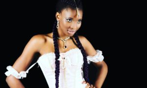 Chaila Bari, mannequi afro belge